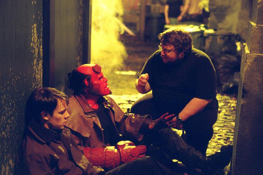 Del Toro i aktorzy na planie Hellboy'a